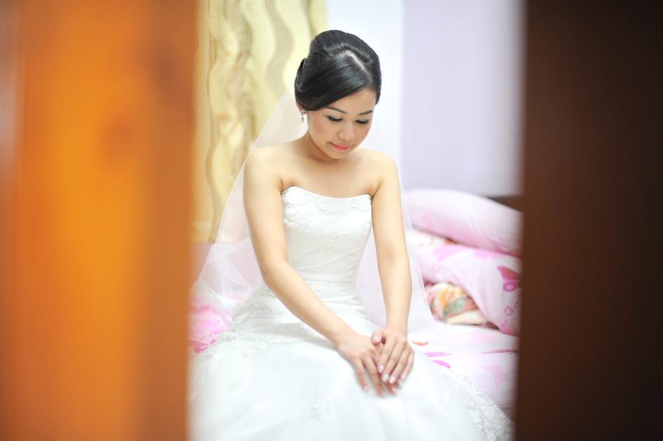 photodune-2711981-bride-in-wedding-day-s
